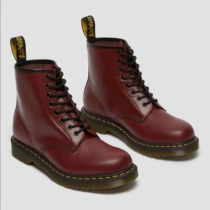 Dr. Martens 1460 Smooth Leather Lace Up Boots NEW